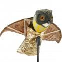 Ahuyentador de aves tipo estatua búho con alas que se mueven con el viento